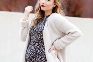 5 Flattering Looks for the Petite Mommy-to-Be